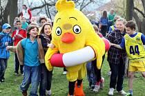 Aprílového běhu s kuřetem se v roce 2014 zúčastnilo 437 dětí z osmnácti pražských škol.