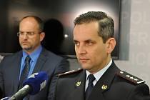 Neradostné výsledky první vlny bezpečnostního opatření Alkohol zaměřené na prodej alkoholických nápojů mladistvým i nezletilým představili ve čtvrtek 22. října 2015 policisté. Na snímku ředitel pořádkové police Martin Hrinko.