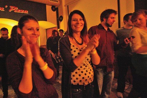 Žižkovská noc se začínající pražskou kapelou Resumé.