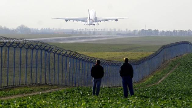 Letadlo - Letadlo, odlet z ruzyňského letiště - ilustrační foto