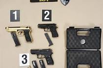 Pražští a středočeští kriminalisté objasnili sérii majetkové i násilné trestné činnosti, podezřelé zadržela zásahová jednotka.