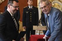 Prezident Miloš Zeman jmenoval 11. prosince 2019 v Praze předsedu ústeckého krajského soudu Luboše Dörfla (vlevo) do čela Vrchního soudu v Praze.