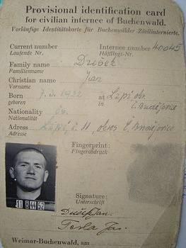 Dobová fotografie Jana Duška je z přijetí do buchenwaldského koncentračního tábora.