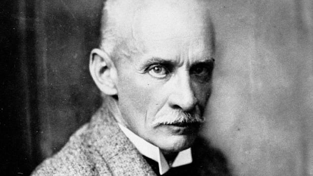 Gustav Meyrink. Po svém zážitku s pražskou policií se zchudlý Gustav Meyrink rozhodl odstěhovat trvale do Starnbergu v Německu, kde také v roce 1915 napsal své nejslavnější dílo Golem.