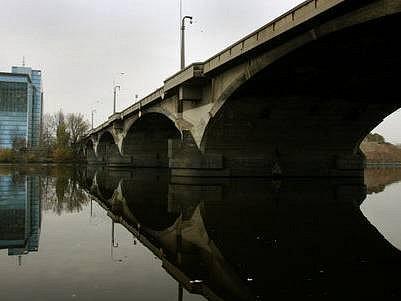 PLÁNY MĚSTA. Peníze, které se podaří získat z evropských fondů, by metropole chtěla mimo jiné použít i na opravu Libeňského mostu. Rekonstrukce bude nákladná a nelze ji příliš odkládat.