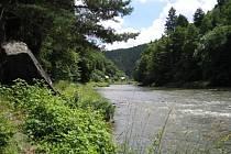 Na břehu řeky Sázavy v obci Luka pod Medníkem bylo nalezeno mrtvé tělo.