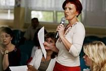 DISKUSE. Necelá stovka rodičů včera diskutovala o sloučení dvou školv Jánošíkově ulici.