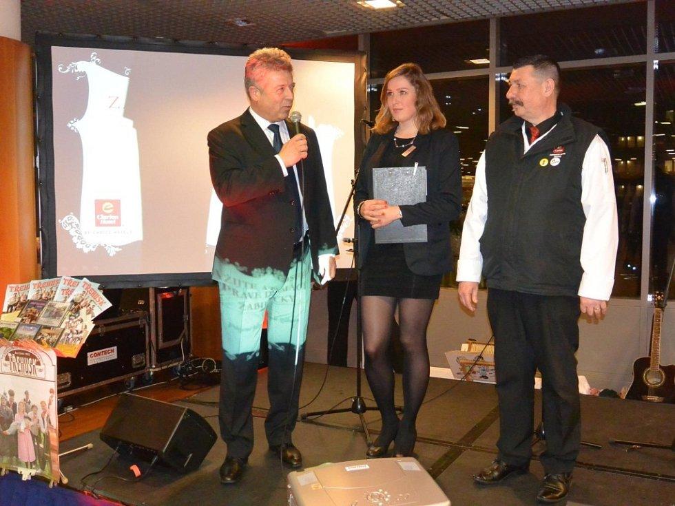 Ředitel Clarion Congress Hotelu Prague Miroslav Bukva na zabijačkové party.