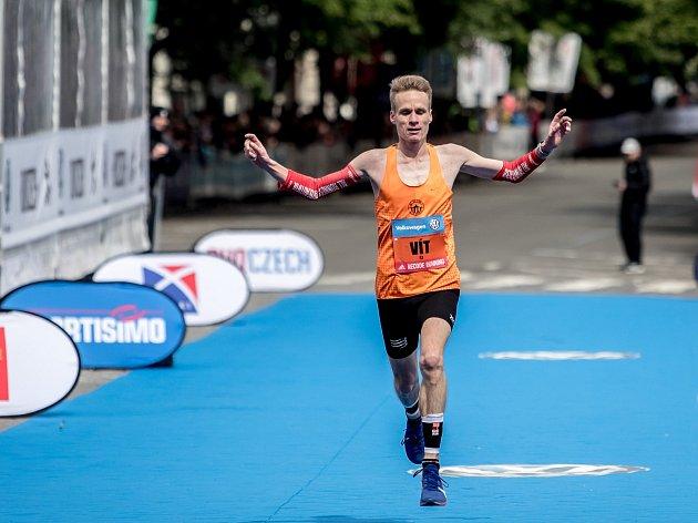 Centrem Prahy proběhlo 5.května 2019při pražském Pražském maratonu 10600bězců.