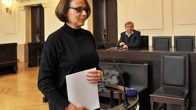 Jako svědkyně vystoupila v pondělí 26. října 2015 u Městského soudu v Praze primátorka Adriana Krnáčová. Předvolána byla kvůli svědectví v kauze opencard, kde mezi patnácti obžalovanými figurují dva její předchůdci: Tomáš Hudeček a Bohuslav Svoboda.