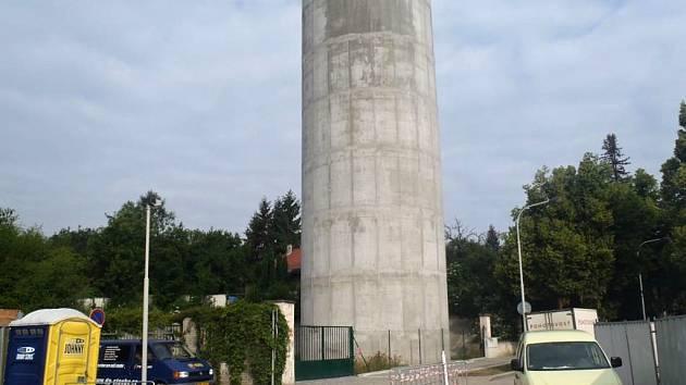 Výdechový tubus z tunelového komplexu Blanka je umístěný na rohu ulic U Laboratoře a Nad Octárnou, na pozemku vodárny Na Andělce v Praze 6.