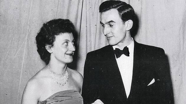 Svatební fotka Heleny a Iva Koskových z roku 1956.