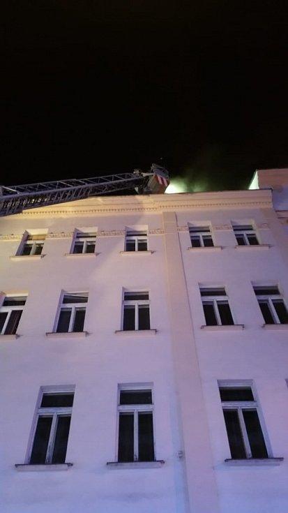 Noční požár na Žižkově.
