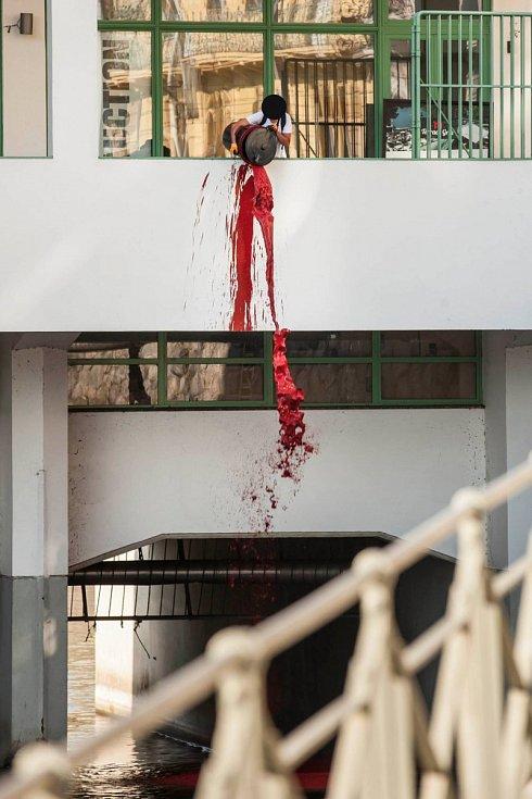 Mánes krvácí, začíná smrdět. Protest skupiny Bolt958.