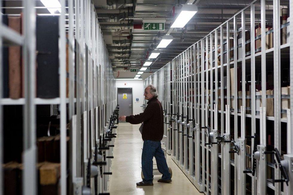 Národní knihovna představila novinářům nový depozitář v Praze Hostivaři