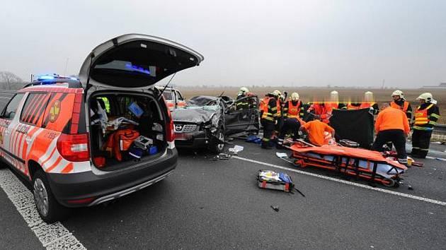Dopravní nehoda na desítky minut zastavila provoz na Pražském okruhu