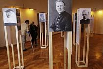 Výstava Svědkové lidskosti vEmauzském opatství.