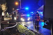 Na místě požáru na Spořilově nalezli hasiči dvě těla bez známek života