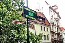 Radnice Prahy 1 umístila hlukoměr na křižovatku ulic V Kolkovně, Kozí, Dlouhá a Masná.