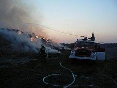 Požár stohu v Zárybech.