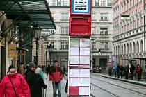 Namrzající déšť způsobil dopravní komplikace nejen v Praze, ale na téměř celém území České republiky.