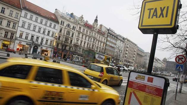 SVÍTÁ NA LEPŠÍ ČASY. Podle zjištění magistrátu se taxislužba zlepšuje.