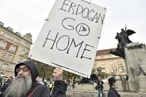 Pražský protest proti ofenzivě v Sýrii.