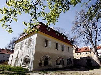 Werichovu vilu by měla dalších čtyřicet let spravovat Nadace Jana a Medy Mládkových.
