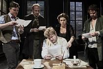 Divadlo V Dlouhé dnes večer vysílá online představení Oblomov.