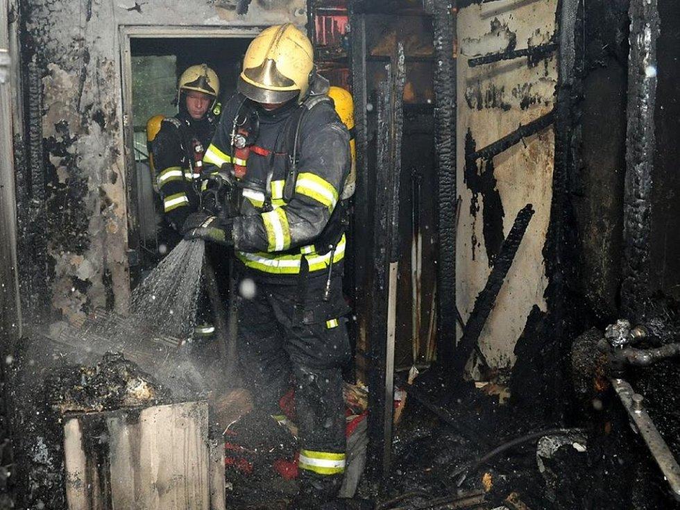 Požár v Českolipské ulici.