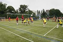 Na pražské Letné se uskutečnilo slavnostní otevření revitalizovaného sportoviště Gymnázia Nad Štolou.