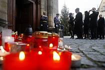 Lidé přicházeli uctít památku zesnulého exprezidenta Václava Havla i 22. prosince do Vladislavského sálu Pražského hradu.
