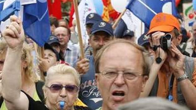 Na Václavském náměstí v Praze demonstrovalo 23. června 2007 kolem 25 tisíc odborářů proti vládní reformě veřejných financí.