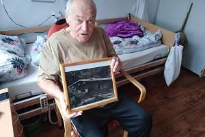 Srub Jana Kosíka v osadě Toronto. V 60. letech jej koupil přes inzerát za 12  tisíc korun.