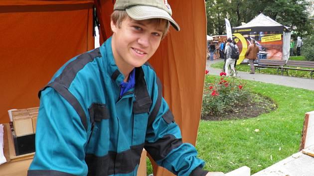 KRYŠTOF ŠTIKA před měsícem nastoupil na učební obor truhlář. Za tři roky by si ale chtěl udělat nástavbu, protože podle jeho slov mu vyšší kvalifikace přinese více zakázek.