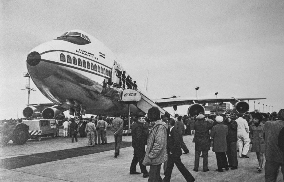 Před 85 lety se začalo stavět pražské letiště. Chystá se rozšíření kapacity i přímá linka do Bangkoku.