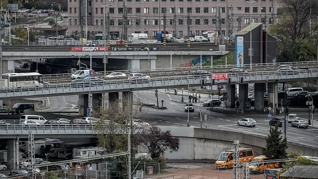 Křižovatka U Bulhara na severojižní magistrále.