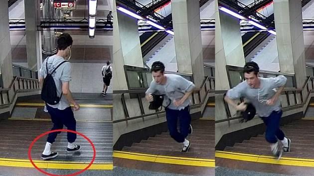 Mladík podezřelý z poškození dveří soupravy metra.