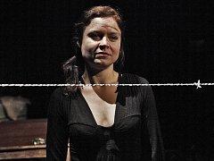 Herečka Zuzana Onufráková v inscenaci Šoa, kterou pražské Švandovo divadlo uvede v New Yorku v americké i české verzi.
