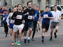 Cross Campus 2016 - Štafetový závod v běhu kolem Národní technické knihovny