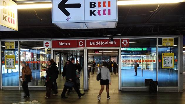 Vestibul stanice metra Budějovická. Ilustrační foto.