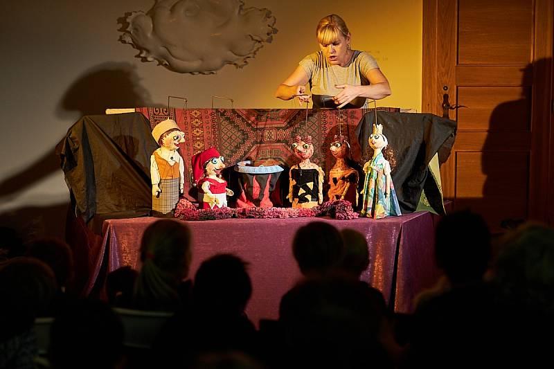 Na Chodovské tvrzi se bude v neděli pro děti  hrát pohádka Čert to vzal.