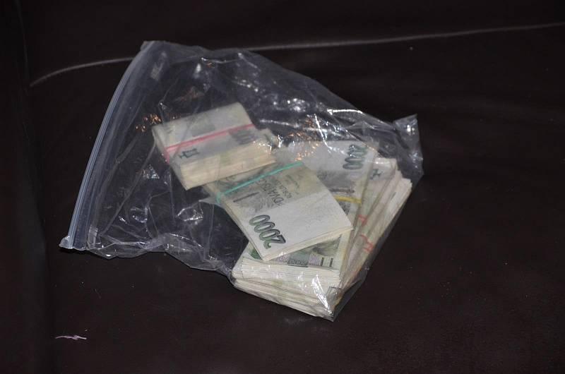 Kriminalisté z Prahy rozkryli síť prodejců a distributorů drog