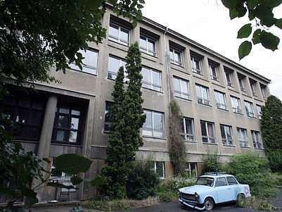 Dosavadní sídlo gymnázia Buďánka v budově Pod Žvahovem.