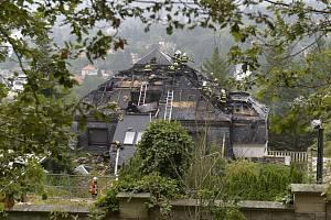 Někdejší vilu podnikatele Radovana Krejčíře v Černošicích u Prahy zasáhl v noci na 20. srpna 2019 rozsáhlý požár, plameny zničily téměř celou střechu.