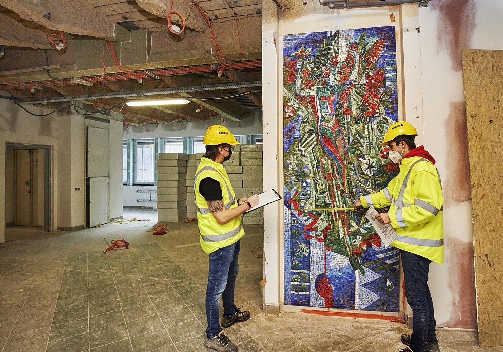 Při stavebních pracích byla v Praze-Malešicích odhalena i druhá mozaika Příroda a hygiena.