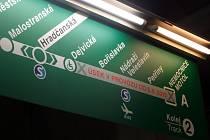 V pražském metru se začínají objevovat informační tabule a plánky se stanicemi na prodloužené trase A. Úsek s novými stanicemi Bořislavka, Nádraží Veleslavín, Petřiny a Nemocnice Motol se pro veřejnost otevře 6. dubna 2015 v 15 hodin.