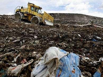 Na ďáblickou skládku se nyní vejde 3,5 milionu metrů krychlových odpadu. Ten by se měl dovážet asi do roku 2011.