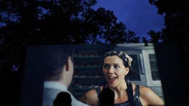 STŘELECKÝ OSTROV. Zážitek z letního kina ovlivňuje také počasí.