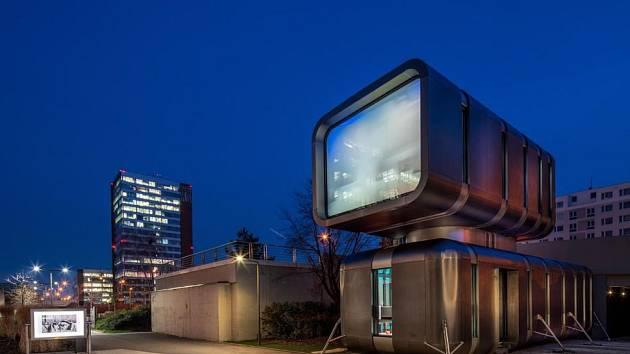 Centrum Cyberdog. Futuristická budova vyrostla u stanice metra Nové Butovice.